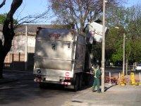 ciężarówka wywożąca odpady, śmieciarka